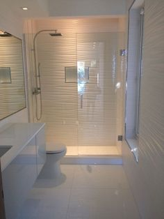 Good reflexes to create a small bathroom - Trendy Home Decorations Bathroom Design Luxury, Bathroom Design Small, Bathroom Layout, Attic Bathroom, Bathroom Designs, Grey Bathrooms, Modern Bathroom, Wc Design, Bad Styling