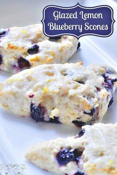 Blueberry Scones Delicious Glazed Lemon Blueberry Scones that are perfect for brunch with coffee but also makes a special sweet treat!Delicious Glazed Lemon Blueberry Scones that are perfect for brunch with coffee but also makes a special sweet treat! Just Desserts, Delicious Desserts, Yummy Food, Tasty, Health Desserts, Blueberry Scones Recipe, Frozen Blueberry Recipes, Blueberry Bread, Gastronomia
