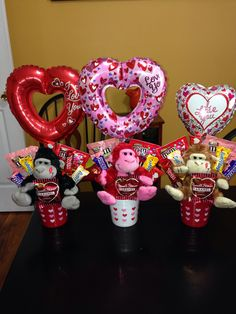 60 DIY Valentine's Day Gift Baskets & Bouquets for Him – Ethinify - Valentine's Days / Valentinstag Kinder Valentines, Valentines Day Baskets, Fun Valentines Day Ideas, Valentines Balloons, Cute Valentines Day Gifts, My Funny Valentine, Valentines Day Decorations, Valentine Day Crafts, Valentine Gift For Friends