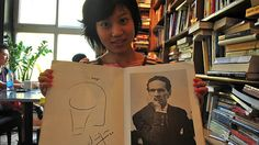 joven china gusta leer a César Vallejo, insigne poeta peruano. clic para detalles.