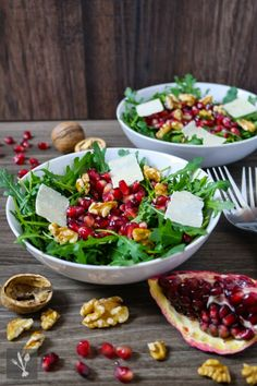 salad with pomegranate, walnuts and parmesan shavings - Gesunde Rezepte - lecker abnehmen! -Rocket salad with pomegranate, walnuts and parmesan shavings - Gesunde Rezepte - lecker abnehmen! - Bodyweight Under Booty, Coconut Lime Quinoa Salad