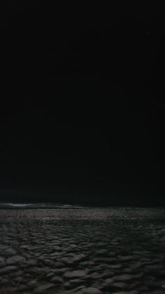Ocean Wallpaper, Dark Wallpaper, Wallpaper Backgrounds, Water Aesthetic, Night Aesthetic, Aesthetic Dark, Aesthetic Grunge, Best Wallpapers Android, Beach At Night