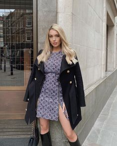 "Rachel O'Mahony au distribuit o fotografie pe Instagram: ""Sunday best ✨"" • Vezi 87 fotografii şi clipuri video în profilul lor. Winter Dress Outfits, Cute Winter Outfits, Cute Outfits, Urban Chic Fashion, Grown Women, Winter Wear, Fashion Outfits, Fashion Coat, Winter Fashion"