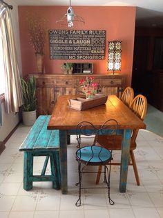 A beautiful home decor, deco_maison. Dining Area, Kitchen Dining, Dining Tables, Dinner Room, Country Kitchen, Spanish Kitchen, Cool Kitchens, Sweet Home, Room Decor