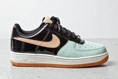 Nike WMNS Air Force 1 Low | Black & Mint