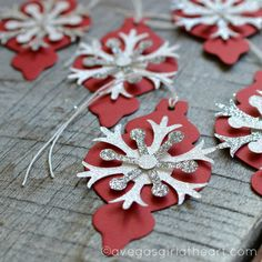 Snowflake Ornament Christmas Gift Tags Set of 6 by perfectloop: silhouette cameo idea Christmas Paper Crafts, Christmas Gift Bags, Christmas Wrapping, Christmas Projects, All Things Christmas, Christmas Ornaments, Diy Natal, Handmade Gift Tags, Deco Table