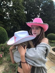 Foto Best Friend, Best Friend Photos, Best Friend Goals, Looks Pinterest, Best Friends Aesthetic, Cowgirl Hats, Cute Friend Pictures, Bday Girl, Cute Friends
