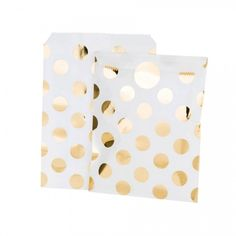 Gold Foil Spotty Treat Bags And Stickers - Surprise and delight guests at your party with these stunning gold foil spotted bags and gold foil stickers. Filled with sweets or little goodies these bags make perfect favours or party bags. #metallicparty #metallicpartybags #goldbags #goldpartybags #goldparty
