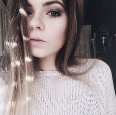 Hi! I'm Ivy... I'm 17 and single... I like to read and sing.... Luke is my brother... Intro?