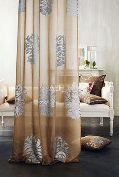 Klassisch - transparenter Vorhang RUBIN und passende Kissen ROCCOCO, RONA, DONNA, RATIO von Apelt