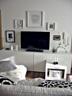 Wohnwand, TV-Wand Besta ikea, schwarz weiß Bilderwand Wohnzimmer