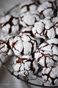 Czekoladowe popękane ciasteczka (chocolate crinkles)