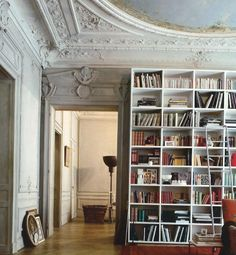 i love the vintage feel to this reading room