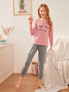 Girls Letter  Eyelash Print PJ Set – Kidenhouse Preteen Girls Fashion, Girls Fashion Clothes, Kids Outfits Girls, Fashion Outfits, Cute Girl Dresses, Cute Girl Outfits, Cute Outfits For Kids, Kids Nightwear, Girls Sleepwear