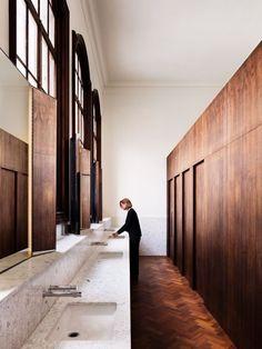 Home Interior Wood Carmody Groarke, Rory Gardiner V&A Members' Room Bad Inspiration, Bathroom Inspiration, Interior Inspiration, Design Commercial, Commercial Interiors, Interior Exterior, Interior Architecture, Toilette Design, Restroom Design