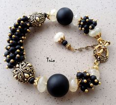 Комплект Black and gold Комплект Black and gold Stone Jewelry, Wire Jewelry, Jewelry Crafts, Jewelery, Jewelry Necklaces, Handmade Beaded Jewelry, Handmade Bracelets, Bangle Bracelets, Diy Schmuck