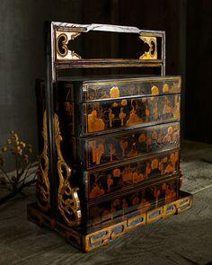 Antique Chinoiserie cake box