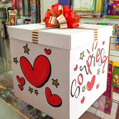 Creative Gift Wrapping, Creative Gifts, Valentine Decorations, Birthday Party Decorations, Personalized Gifts For Mom, Candy Art, Surprise Box, Sweet Box, Newspaper Crafts