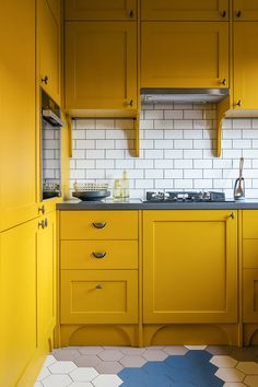〚 Adding a color to your home: bold and colorful apartment in Moscow 〛 ◾ Photos ◾Ideas◾ Design Beautiful Interiors, Colorful Interiors, Kitchen Cabinet Colors, Kitchen Cabinets, Colorful Apartment, Small Home Offices, Cocinas Kitchen, Bright Kitchens, Luxury Decor