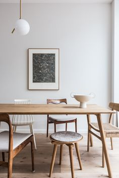 at home with avenue design studio. / sfgirlbybay modern wood dining table with mismatched wood chairs. Home Interior, Interior Decorating, Interior Design, Interior Livingroom, Dining Room Design, Dining Area, Dining Table Small Space, Modern Dinning Table, Light Wood Dining Table