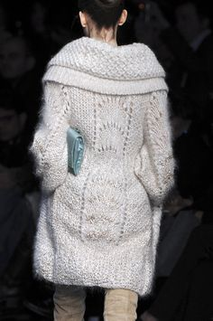 Ermanno Scervino Fall 2009 | MORE on http://www.pinterest.com/kristinjorgen/knitting-and-crochet/