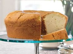 Nothing beats the rich, buttery flavor of a homemade pound cake recipe. Try our classic pound cake recipe or more flavorful pound cake recipes with fruits, spices, and nuts. You're bound to find a few new favorite pound cake recipes! Homemade Pound Cake, Pound Cake Recipes, Pound Cakes, Köstliche Desserts, Dessert Recipes, Sweetie Pies Recipes, Classic Pound Cake Recipe, Best Pound Cake Recipe Ever, Million Dollar Pound Cake