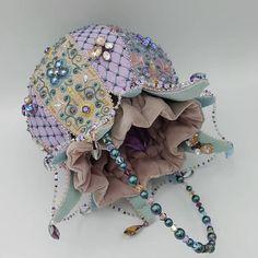 Handmade️🔹Идеи🔹Рукоделие в Instagram: «Сумочка феи 🧚♀️ Автор @enchanted_jewels ✔️ #ручнаяработа #хендмейд #рукоделие #хобби #авторскаяработа #хэндмейд #сделанослюбовью #творчество…» Unique Handbags, Unique Purses, Vintage Handbags, Purses And Handbags, Hand Embroidery Stitches, Beaded Embroidery, Leather Bag Pattern, Jewel Tone Colors, Jewel Tones