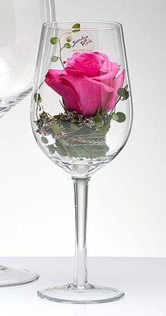 Le Verre à Vin Géant XXL Vase ou Photophore. Décorez votre évènement grâce à mariage.fr, numéro 1 des boutiques de décoration mariage en France. décoration mariage, decor mariage, wedding, pink rose                                                                                                                                                                                 Plus