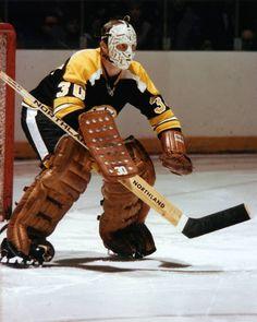 The great Gerry Cheevers and his cool mask. Hockey Goalie, Hockey Teams, Hockey Players, Ice Hockey, Hockey Stuff, Hockey Room, Nhl, Boston Bruins Hockey, Chicago Blackhawks