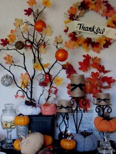 Autumn display- 17 Creative and Easy DIY Home Decor Crafts for the Thanksgiving Holiday Arts And Crafts Projects, Decor Crafts, Home Crafts, Diy Crafts, Diy Projects, Thanksgiving Diy, Thanksgiving Decorations, Friends Thanksgiving, Fall Decorations