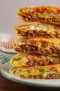 Best Crunchwrap Supreme Recipe - How to Make a Copycat Taco Bell Crunchwrap Supreme Taco Bell Crunchwrap Supreme, Homemade Crunchwrap Supreme, Mexican Dishes, Mexican Food Recipes, Ethnic Recipes, Mexican Desserts, Cooking Recipes, Healthy Recipes, Freezer Recipes