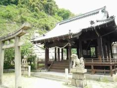 It is said that this temple was built in 1870. Sagimori(鷺森) shinto shrine in Hiroshima city.And it was certified as A-bombed Building. http://japan-temple-shrine.blogspot.jp/2014/01/built-in-1870-sagimori-shinto-shrine.html