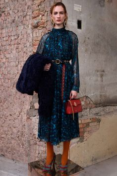 Mulberry Herbst 2019 Ready-to-Wear-Kollektion - Vogue Source by hrgallagher Fashion Tips For Women, Fashion Advice, Womens Fashion, Fashion Week, Fashion Trends, Fashion Hacks, Fashion Top, Fashion Edgy, Vogue Fashion