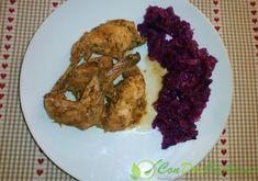 Conejo guisado bajo en calorías | ConDosCucharas.com Grains, Rice, Meat, Chicken, Food, Rabbit Recipes, Crock Pot, Flat, Meal