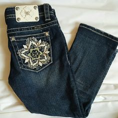 Miss Me signature cuffed Capri sz 26 Excellent condition!  Very rare flower design on back pocket. Perfect transition piece into spring. Miss Me Jeans Ankle & Cropped
