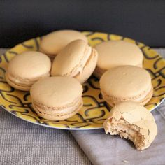 Maple Macarons are a seasonal twist on the classic French cookie. Subtle maple and cinnamon flavors make this crisp cookie perfectly paired with a cup of tea. The week before a holiday weekend always seems Cookie Desserts, Just Desserts, Cookie Recipes, Delicious Desserts, Dessert Recipes, Yummy Food, Macarons, Pavlova, Macaroon Cookies