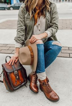 New Ideas For Brown Combat Boats Outfit Winter Jeans Clothes Casual Winter Outfits, Winter Boots Outfits, Winter Fashion Outfits, Fall Outfits, Brown Boots Outfit Winter, Winter Dresses, Brown Ankle Boots Outfit, Combat Boot Outfits, Brown Combat Boots