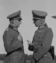 Operations Chief of the Supreme Command of the Wehrmacht (OKW) Artillery General Alfred Jodl (Alfred Jodl) (left), talks with the German representative at the General Staff of the Finnish Army Corps Gen. Waldemar Erfurt