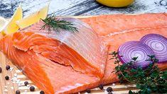 Царский рулет с красной рыбой - новое вкусное и очень красивое блюдо для любого торжества. На праздничном столе обязательно должно быть такая великолепная, богатая закуска.