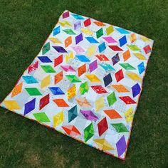 Do.good stitches April 2016 - Batik Quilts, Scrappy Quilts, Quilting Tips, Quilting Designs, Quilt Design, Rainbow Quilt, Circle Rainbow, Bright Quilts, String Quilts