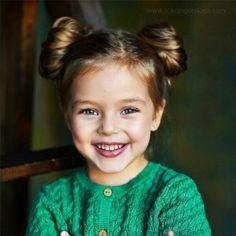 <p>Ou Minnie Mouse, c'est selon. Une coiffure parfaite pour les princesses aux cheveux épais et longs.</p>