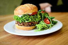 Cum sa faci un Quinoa Burger ca la Simbio - foodstory.stirileprotv.ro