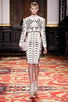 Iris van Herpen Parigi - Haute Couture Spring Summer 2013 - Shows - Vogue. Iris Van Herpen, Style Couture, Couture Fashion, Couture Week, Races Fashion, Fashion Show, Collection Couture, Sculptural Fashion, Color Negra
