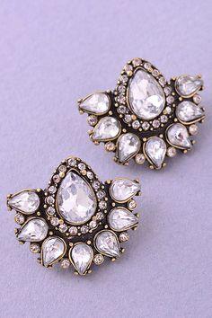 Kundan diamond earrings. Great bridesmaids gifts! | Wedding Style Inspiration by Marigold Paper
