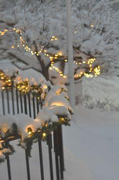 Winter lights winter wonder noel, kış ve kar. Christmas Scenes, Noel Christmas, All Things Christmas, Winter Christmas, Christmas Lights, Christmas Decorations, Christmas Houses, Winter Love, Winter Snow