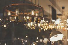 Las lámparas de diseño son el mejor complemento para tu decoración y le dan vida a tus espacios. La luz permite crear ambientes distintos para cada ocasión. Conoce las últimas tendencias en decoración con iluminación.   #lamparas #decoración #diseñodeinteriores #lamparasfokuss #hechoencolombia #lámparas #bombillos #led #filamento Chandelier, Ceiling Lights, Lighting, Inspiration, Home Decor, Hanging Lamps, Latest Trends, Spaces, Create