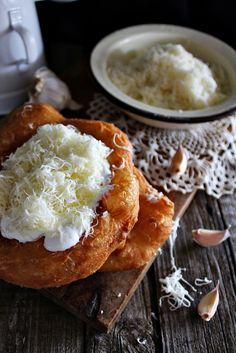 A lángos a magyar konyha hagyományos, lágy kelt tésztából készülő, olajban sült, kerek lepénye. Egyes feltételezések sze...