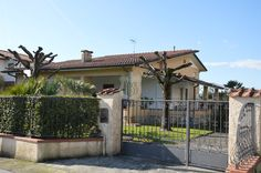 Villa in Vendita a Forte dei marmi Lu Toscana - Riferimento Villa Jolanda