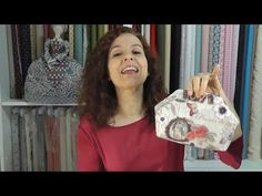 Tutoriales de patchwork. Tutoriales de manualidades en tela. Diy Purse, Wallet Pattern, Sewing Projects For Beginners, Quilting Projects, Cosmetic Bag, Diy And Crafts, Youtube, Patches, Quilts