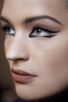 Eyeliner *This lipstick colour!